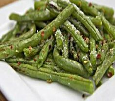 Parmesan Garlic Roasted Green Beans Recipe Video by divascancook | ifood.tv