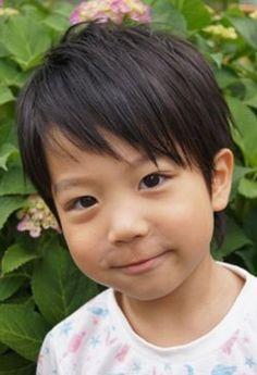 今回は、男の子向けのキッズショートヘアスタイルを紹介していきます^^ 定番のショートから、人気の… Toddler Hair, Toddler Boys, Kids Boys, Asian Boy Haircuts, Short Hair For Kids, August Baby, Boy Hairstyles, Kids Hairstyle, Boy Fashion