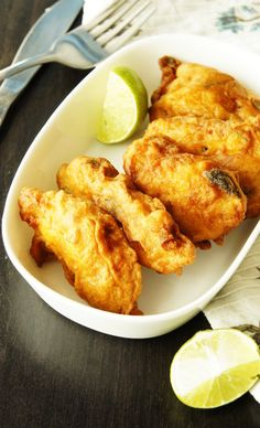 Fish Pakora or Indian Fish Fingers - With fish pakoras, your starter problem is sorted. These are perfect for starters and will vanish as soon as you put them on table. Fish Recipes, Seafood Recipes, Indian Food Recipes, Cooking Recipes, Healthy Recipes, Prawn Recipes, Simple Recipes, Healthy Food, Essen