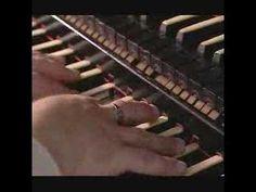 Wedge fugue in E minor - Bach (2 van 2)  Klasse gespeeld door John Scott Whiteley (York), op een klasse orgel: Naunburg (D), het orgel waar Bach verzot op was.