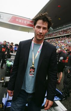 Keanu Reeves Photos Photos - Actor Keanu Reeves is seen on the grid before the start of the Chinese Formula One Grand Prix at the Shanghai International Circuit on October 2007 in Shanghai, China. - Grand Prix of China Actor Keanu Reeves, Keanu Reeves House, Keanu Reeves Quotes, Keanu Charles Reeves, Keanu Reeves Matrix, Keanu Reeves Zitate, Keano Reeves, Mark Thompson, Good Looking Actors