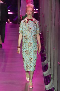 The complete Gucci Fall 2017 Ready-to-Wear fashion show now on Vogue Runway. Gucci Fashion, Fashion Week, Fashion 2017, Runway Fashion, High Fashion, Vogue Fashion, Milan Fashion, Gucci Fall 2017, Fall Winter 2017