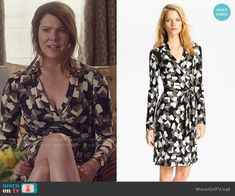 Lorelai's heart print wrap dress on Gilmore Girls: A Year in the Life. Outfit Details: https://wornontv.net/62644/ #GilmoreGirls