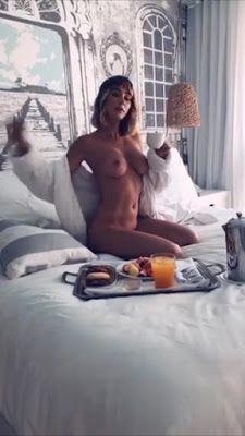 Naked ass twerk spread