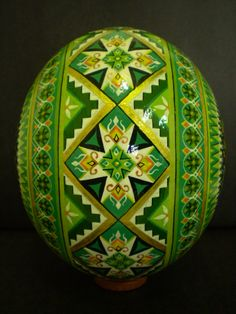 Polish Easter Egg (Pisanka) decorated in Shades of Green . Egg Crafts, Easter Crafts, Polish Easter, Egg Shell Art, Carved Eggs, Ukrainian Easter Eggs, Egg Designs, Faberge Eggs, Egg Art