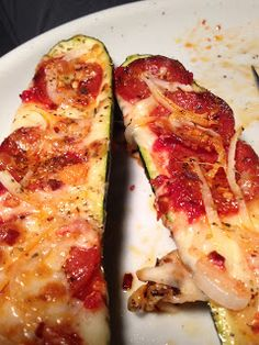 Anyone who has gone Paleo for even a short amount of time will tell you that pizza can be sorely missed. We want to satisfy that craving, b. Veggie Recipes, Paleo Recipes, Cooking Recipes, Veggie Meals, Simple Recipes, Cooking Ideas, Paleo On The Go, How To Eat Paleo, Zucchini Pizza Boats