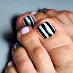 Nail Design With Geometry Patterns ❤ Fresh Toe Nail Art Ideas For Every Season ❤ See more ideas on our blog!! #naildesignsjournal #nails #nailart #naildesigns #toenails #toenailart #toenaildesigns #toes