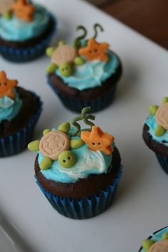 Inch High Sea Scape Cakes Had some batter left over from making Father's Day cupcakes and I had some itty bitty blue patty pans so. Sea Turtle Cupcakes, Animal Cupcakes, Yummy Cupcakes, Cupcake Cookies, Dolphin Cupcakes, Turtle Cakes, Yummy Treats, Sweet Treats, Cupcakes Decorados