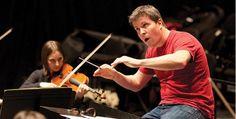 No se pierda este viernes el gran concierto de la Orquesta Sinfónica de Colombia | Universidad de Bogotá Jorge Tadeo Lozano Violin, Music Instruments, Orchestra, News, University, Colombia, Sketch, Musical Instruments
