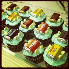 """""""Cub""""cakes with decorations made to resemble cars for Pinewood Derby treats! Cub Scouts, Girl Scouts, Cubs Cake, Motorcycle Party, Arrow Of Lights, Pinewood Derby Cars, Edible Food, Cookie Decorating, Delicious Desserts"""