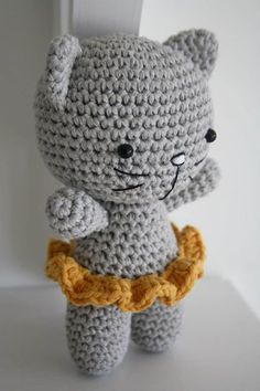 «Simple kitty with a ruffled skirt made for the previous workshop. Free pattern coming soon.»
