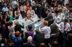 Little Girl Takes Over the Dance Floor at a Wedding. Dziewczynka na slubie w tancu z goscmi i mloda, zafascynowana, usmiechnieta i szczesliwa Uwielbiam to zdjecie :)  #wedding #dance #floor #jewish #girl #bride #dress #dziewczynka #taniec #suknia #slub #zydowski #wesele #slub