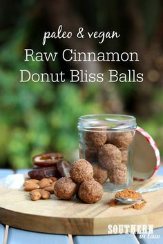 Recipe: Raw Vegan Cinnamon Donut Bliss Balls (Paleo too!) - food to make - Almond Recipes, Raw Food Recipes, Healthy Recipes, Juicer Recipes, Salad Recipes, Snack Recipes, Cooking Recipes, Clean Eating Desserts, Raw Desserts