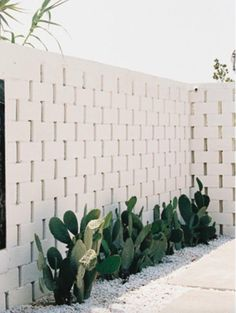 Landscaping With Rocks - How You Can Use Rocks Thoroughly Within Your Landscape Style Kerb Appeal Entrance Inspiration Fall For Diy Outdoor Spaces, Outdoor Living, Breeze Block Wall, Kerb Appeal, White Brick Walls, Stone Walls, Exterior Design, Wall Exterior, Landscape Design