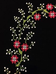 This Pin was discovered by BEY Cross Stitch Books, Beaded Cross Stitch, Cross Stitch Borders, Simple Cross Stitch, Cross Stitch Flowers, Cross Stitch Designs, Cross Stitch Embroidery, Cross Stitch Patterns, Hand Embroidery Patterns
