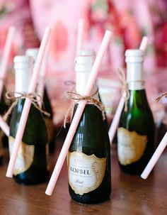 Planing a Mother's Day Wedding? Check out these cute mini champagne bottles with straws. Getting ready on your wedding day has never been more perfect. This would be perfect for a bachelorette party too! Cocktails Champagne, Mini Champagne Bottles, Champagne Party, Mini Bottles, Pink Champagne, Wedding Favours, Wedding Gifts, Wedding Day, Party Favors