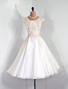Dress 1950s Timeless Vixen Vintage I love how they added pearls to everything! Always classy! More