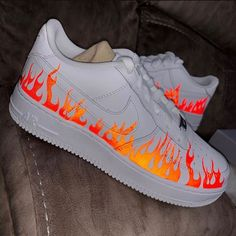The post Reflektierende Flammen-Luftwaffe Bewerten Sie die appeared first on beste Schuhe. Source by cookiesandso aesthetic Zapatillas Nike Air Force, Tenis Nike Air, Jordan Shoes Girls, Girls Shoes, Ladies Shoes, Sneakers Fashion, Fashion Shoes, Fashion Outfits, Fashion Fashion