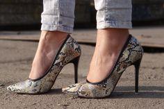 Stiletto snake print  http://www.vintagelooksimona.com/2015/12/o-noua-experienta-sammy-dress-pantofii_15.html
