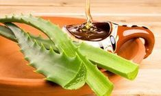 Sunburn Treatment: Mix equal parts aloe vera gel and honey, then spread it on the effected skin. As the aloe vera soothes the burns, the honey will help heal the skin quicker. Health Remedies, Home Remedies, Natural Remedies, Natural Treatments, Como Tomar Aloe Vera, Honey Recipes, Healthy Recipes, Health And Beauty, Health And Wellness