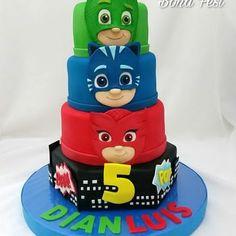 Resultado de imagen para tortas de pj mask Boy Cakes, Cakes For Boys, Torta Pj Mask, 3rd Birthday, Birthday Parties, Dessert Quotes, Happy Party, Mask Party, Superhero Party