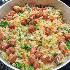 Sabe aquele arroz com linguiça maravilhoso??? Aquele arroz , que tem mais linguiça do que arroz ?? Pois é , eu fiz ele , confesso que… New Recipes, Cooking Recipes, Healthy Recipes, I Love Food, Good Food, Food C, Evening Snacks, Quick Meals, Food Hacks