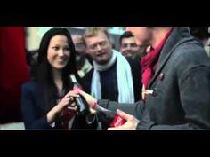 """Coca-Cola inicia sua campanha de Natal 2012 com novo single """"Something in the air"""""""