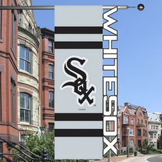 Chicago White Sox 28'' x 44'' Sculpted House Flag - Silver