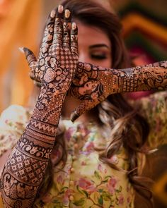 Wish you had a pool of mehndi photos to inspire your own bridal Mehndi? Look no more and look at these top 10 mehndi designs which are a sight for sore eyes. Start bookmarking these images for some quick inspiration now! Easy Mehndi Designs, Legs Mehndi Design, Latest Bridal Mehndi Designs, Henna Art Designs, Mehndi Design Photos, Wedding Mehndi Designs, Beautiful Mehndi Design, Dulhan Mehndi Designs, Latest Mehndi Designs