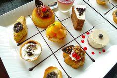 petit fours plating Blond Amsterdam - - Desserts Français, Delicious Desserts, Mini Cakes, Cupcake Cakes, Fruit Recipes, Dessert Recipes, Drink Recipes, Dessert Platter, Mini Foods