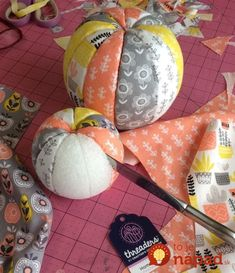 How to make no-sew fabric pumpkins – Recycled Crafts Do you buy those fat quarter packs of beautiful fabrics that coordinate perfectly? These no-sew fabric pumpkins are just the project to make with them. Grab yourself 3 Styrofoam balls … Manualidades Halloween, Halloween Crafts, Holiday Crafts, Diy Christmas, Christmas Fabric Crafts, Thanksgiving Crafts, Christmas Wreaths, Diy Pumpkin, Pumpkin Crafts