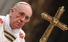 Francisco: La cruz no es un adorno en el altar sino el misterio del amor de Dios