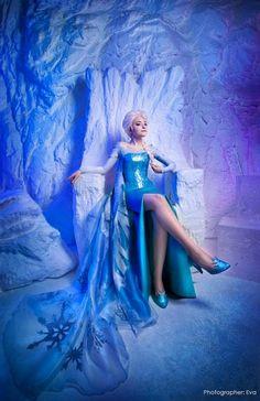 Elsa - Frozen cosplay by Tink-Ichigo Frozen Cosplay, Elsa Cosplay, Frozen Costume, Disney Pixar, Disney Frozen Elsa, Disney And Dreamworks, Disney Fun, Disney Magic, Disney Princess Cosplay
