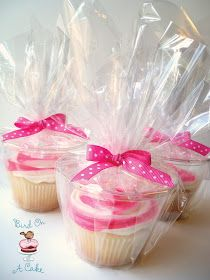Use short plastic cups for cupcakes, great idea!