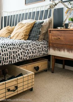 Under Bed Storage Drawers are a great way to utilize every inch of a small bedroom to get organized and stay organized. It's a simple storage idea that'll help you declutter your bedroom. Small Space Storage, Storage Spaces, Diy Storage Under Bed, Underbed Storage Ideas, Smart Storage, Home Interior, Interior Architecture, Interior Design, Feng Shui