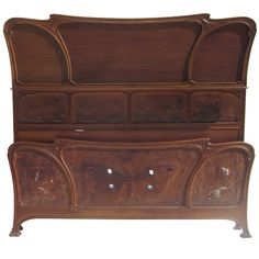 the footboard is embossed leather butterfly / ladies