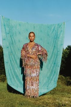 Beyonce's Vogue Cover & Inspired Influence - Modern Beyonce Photoshoot, Vogue Photoshoot, Beyonce Costume, Editorial Photography, Portrait Photography, Fashion Photography, Style Beyonce, Beyonce Body, Beyonce Makeup