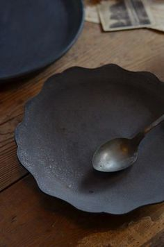 Black Ceramics (instagram @the_lane)