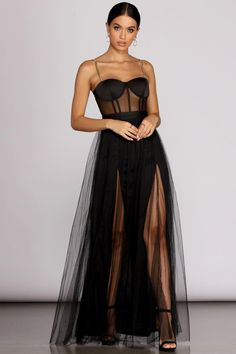 Flowing to fitted long dresses in glitter to velvet from Windsor are perfect for sping! Mermaid to trumpet dresses, ball gowns to formal dresses to explore! Elegant Dresses, Pretty Dresses, Beautiful Dresses, Formal Dresses, Beautiful Models, Long Dresses, Pretty Outfits, Cute Outfits, Bustier Dress