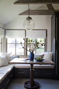 【包まれ感と開放感】キッチン脇のコーナーのコンパクトなダイニング   住宅デザイン
