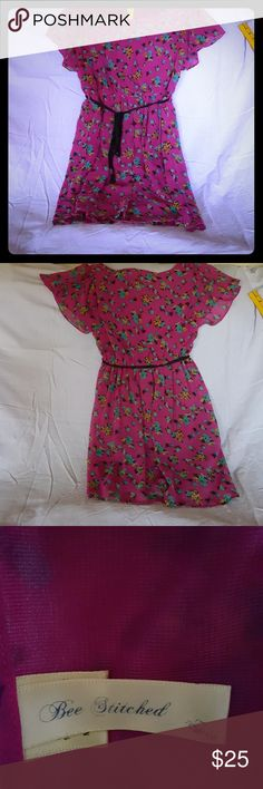 Bee Stitched Dress Bee Stitched Dress fully lined. Multi color. Flare selves. Bee Stitched Dresses Midi