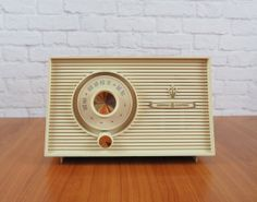Vintage 1960 General Electric Tube AM Radio Model T-102A Honey Beige