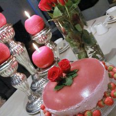 Mansikka-juustokakku- VHH, gluteeniton, viljaton ja maidoton - Kutsu vapauteen Table Decorations, Dinner Table Decorations