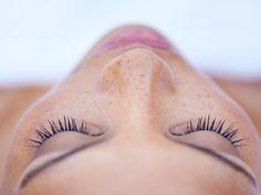 La visión y la respiración los secretos para sobrevivir a las pandemias Skin Cancer Treatment, Best Eczema Treatment, Facial Treatment, Spa Treatments, Skin Care Spa, Diy Skin Care, Intense Pulsed Light, Reflexology Massage, Stress Busters