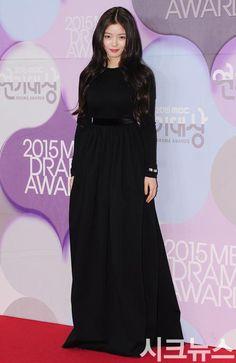 Kim Yoo Jung at 2015 MBC Drama Awards.
