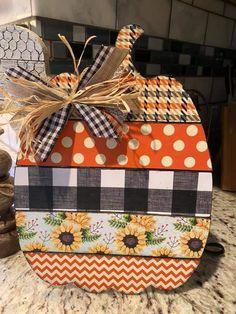 Fall Wood Crafts, Halloween Wood Crafts, Autumn Crafts, Fall Halloween, Pumpkin Crafts, Thanksgiving Crafts, Dollar Tree Fall, Dollar Tree Decor, Dollar Tree Crafts