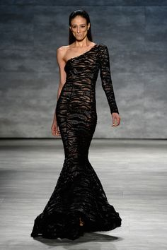 A model walks the runway at the Michael Costello fashion show during Mercedes-Benz Fashion Week Spring 2015 at The Pavilion at Lincoln Center on September 2014 in New York City. Michael Costello, Runway Fashion, Fashion Show, Fashion Outfits, 90s Fashion, High Fashion, Mercedes Benz, Fashion Figures, Black Wedding Dresses