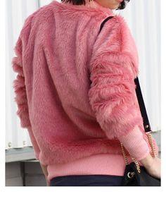 Модный образ-бохо: меховая куртка-бомбер и шапка на весну