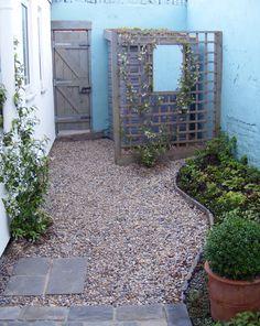 Courtyard Garden by Eves & Lewis Landscape Design