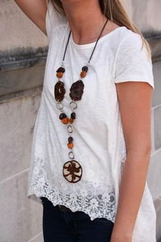 Unique necklace, the Versanti Organic Jewelry Hand-Made Tomato Necklace, is made of dried tomato slices preserved in acrylic with gold and brown Brazil nuts and silver accent rings. Versanti accessori
